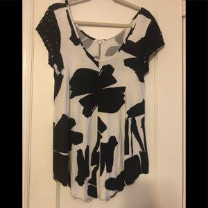 Anthropologie- black and white patterned tunic top